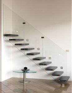 le coin des astuces utiliser le verre pour votre rampe d 39 escalier internorm. Black Bedroom Furniture Sets. Home Design Ideas