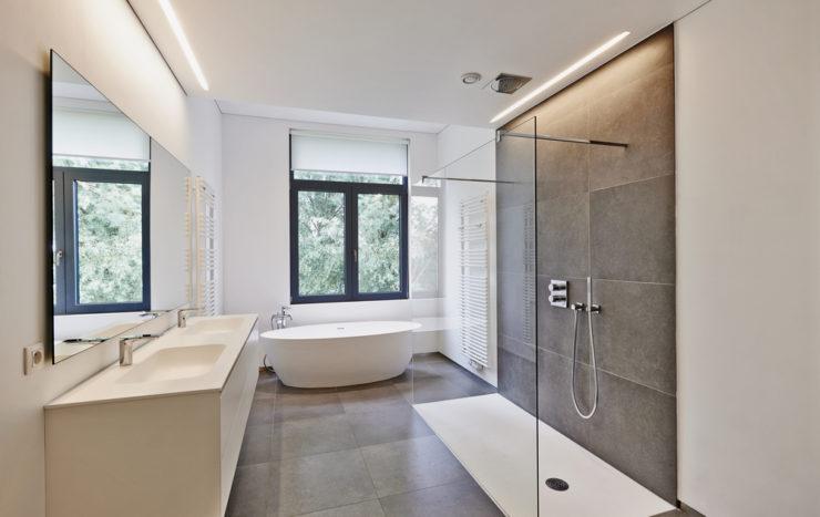 Fenêtre de salle de bain : comment la choisir ?