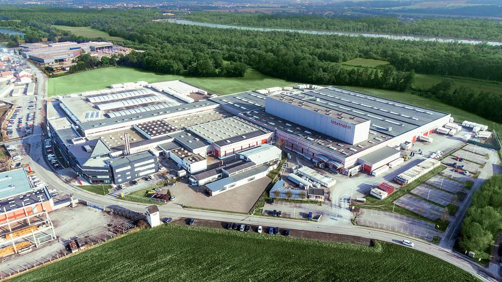 Chaque année, ce sont pas moins de 850.000 fenêtres sur-mesure qui sortent des usines autrichiennes d'Internorm