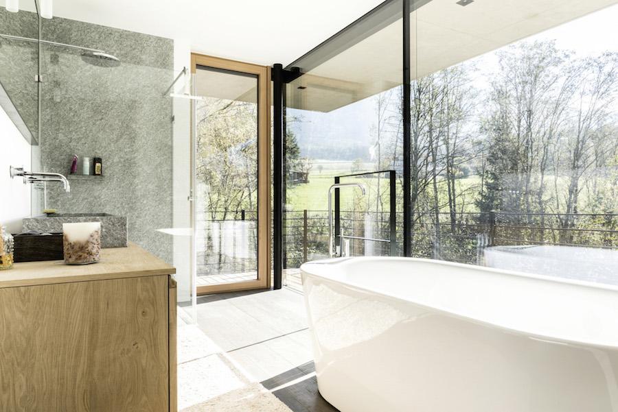 Salle de bain d'une maison ouverte