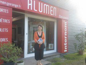 La grande gagnante d'une Smartbox chez ALUMEN – opération Showroom en Fête