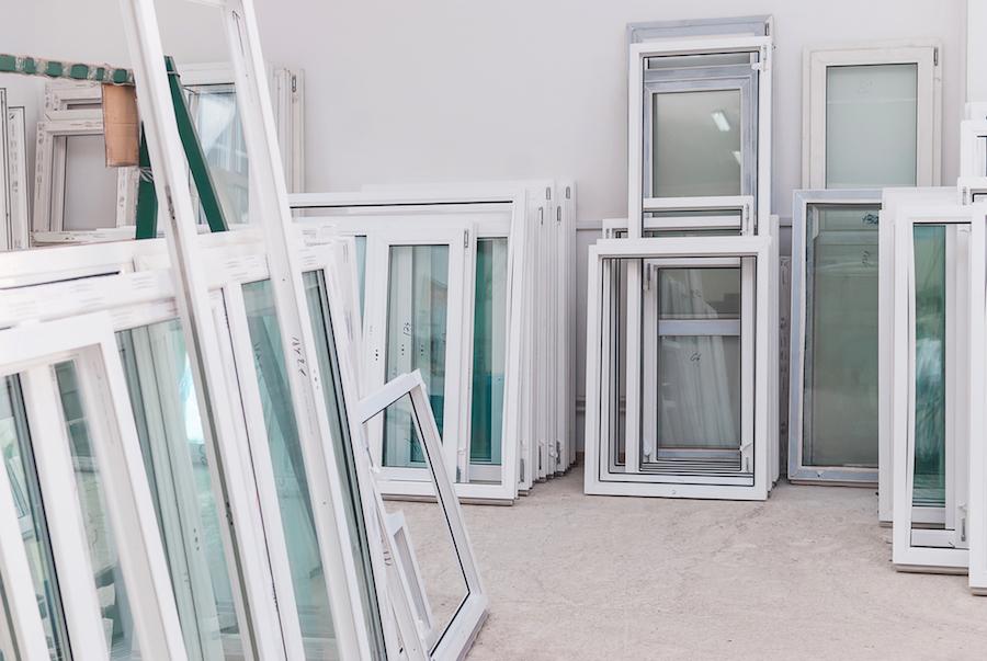 stock de fenêtres pvc