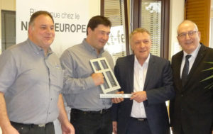 Remise du trophée distributeur Internorm à Contact Fermetures