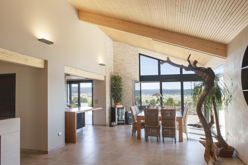 Maison Ossature Bois (MOB) avec baie vitrée levante coulissante Internorm