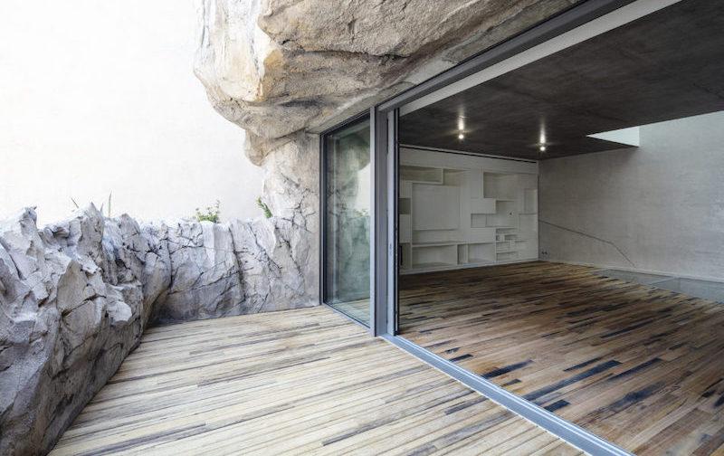 Fenêtres triple vitrage dans une villa troglodyte Effinergie à Monaco