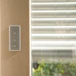 Porte-fenêtre store intégré bois
